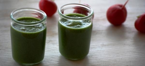 Grünkohl-Smoothie mit radieschengrün