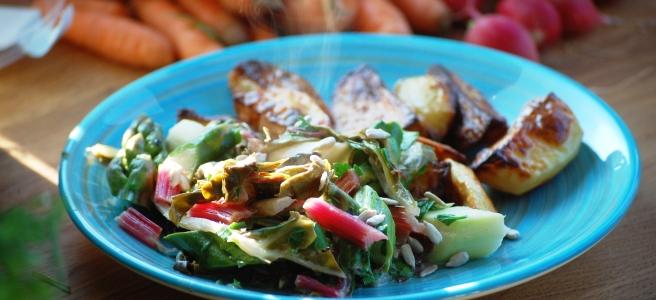 Spargel-Mangoldgemüse mit Ofenkartoffeln