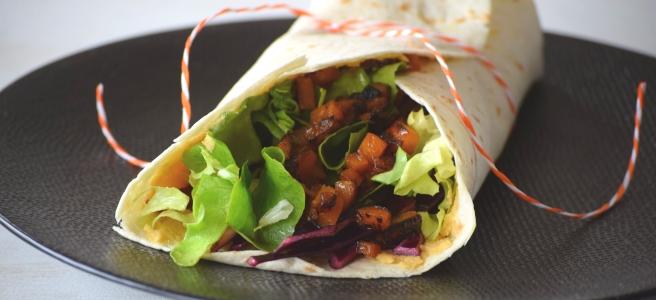 Veganer Wrap mit Linsen-Erdusscreme