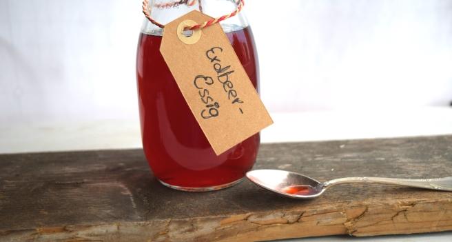 Erdbeer-Essig: Sommer in der Flasche