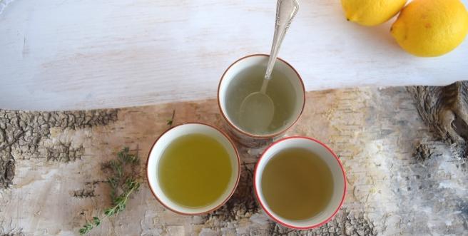 Thymian- und Ingwertee und heiße Zitrone